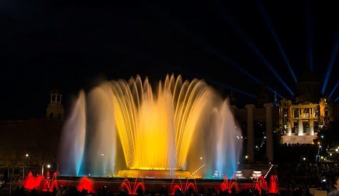 О шоу поющего фонтана в Барселоне
