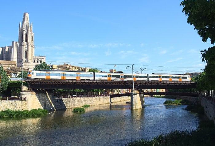 Как добраться до города Жирона на поезде
