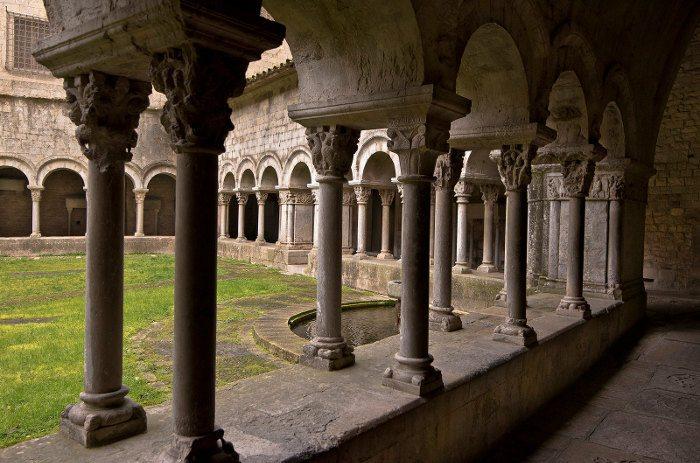 Монастыри города Жирона